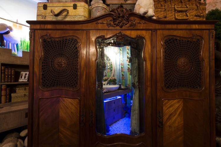 Um verdadeiro aposento de um castelo de conto de fadas na Casa Cor SP 2012, a Suíte da Menina, assinada pelo arquiteto Luis Pedro Scalise, é inspirada no novo filme da Disney, ?Valente?. O quarto tem um armário com uma ?passagem secreta?, que revela o banheiro