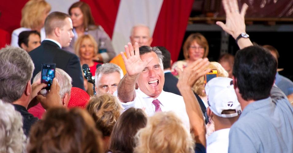 30.mai.2012 - Candidato presidencial republicano Mitt Romney acena para partidários durante comício de campanha em Las Vegas, Nevada (EUA). Romney conquistou a nomeação presidencial republicana com uma retumbante vitória no Texas e agora têm cinco meses para convencer os eleitores a votarem nele em 6 de novembro