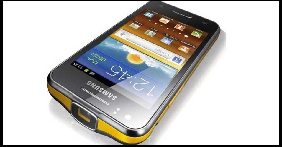 28.fev.2012 - A Samsung apresentou o Beam, durante o Mobile World Congress, evento de tecnologia móvel realizado em Barcelona (Espanha). O aparelho é um smartphone que tem acoplado um projetor de 50 polegadas. A partir da tela do smartphone é possível fazer notas durante uma apresentação ou mesmo navegar com os dedos em um slide como se fosse um mouse. O smartphone tem processador dual-core, sistema Android, câmera de 5 megapixels e 1,2 cm de espessura.. O modelo foi apresentado no Mobile World Congress, em Barcelona (Espanha)