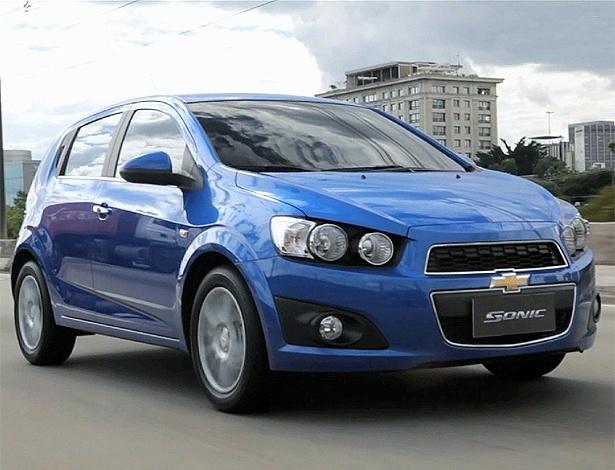 Olhar malvado e boca enorme garantem visual marcante ao Sonic, novidade da Chevrolet