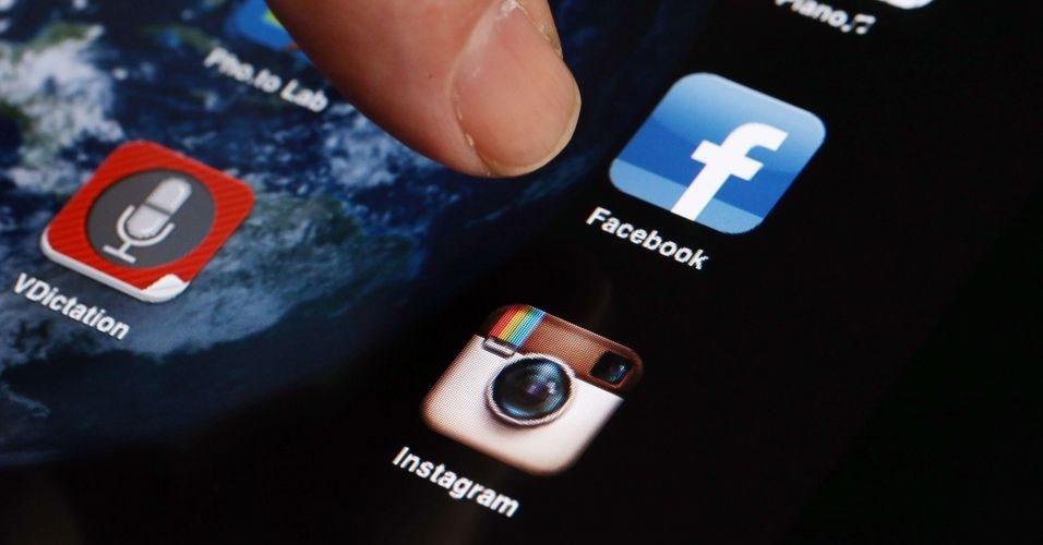 9.abr.2012 - Mark Zuckerberg, diretor-executivo do Facebook, anunciou a aquisição do Instagram, aplicativo para smartphones que funciona também como uma rede social de imagens. Em comunicado oficial, a companhia informou que desembolsou US$ 1 bilhão (aproximadamente R$ 1,81 bilhão) na operação