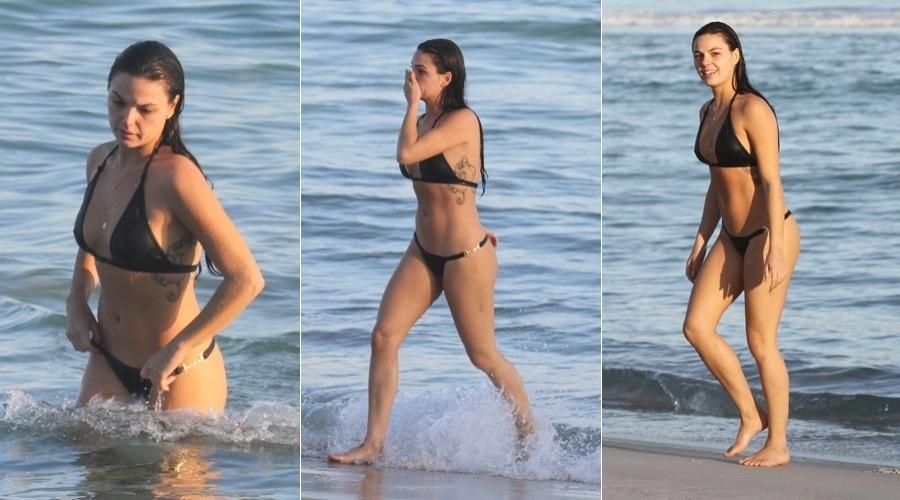 Isis Valverde foi à praia da Barra da Tijuca, zona oeste do Rio (30/5/12)