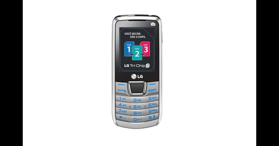 02.fev.2012 - A LG apresentou o primeiro celular que suporta três chips da marca. O modelo, chamado de LG Tri Chip, conta com uma câmera de 1,3 megapixels, tem rádio FM, MP3 Player e lanterna. Segundo a empresa, 20% dos aparelhos vendidos da fabricante são celulares que suportam mais de um chip. O preço sugerido pela LG para a venda no varejo é de R$ 299