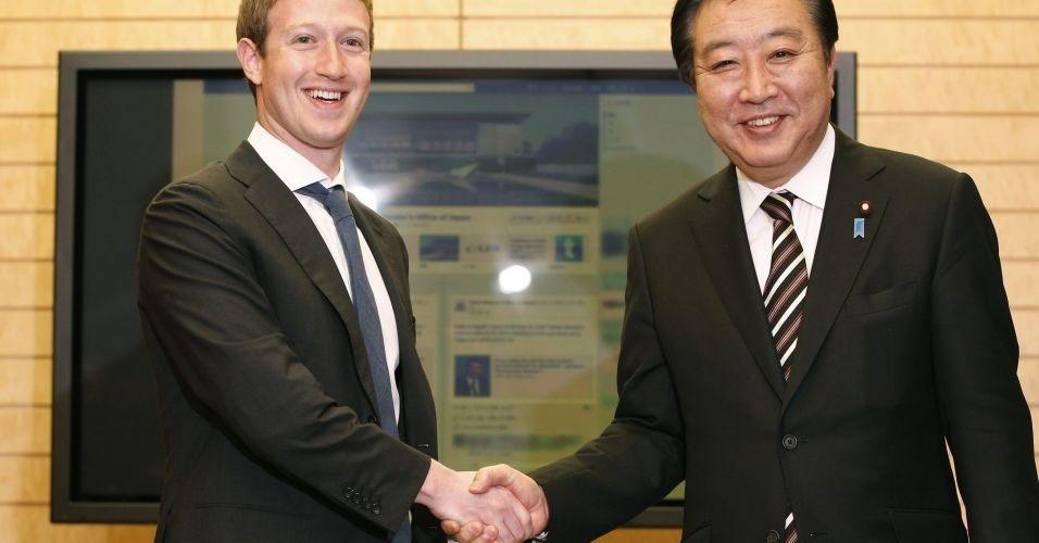 30.mar.2012 - Depois de fazer uma visita à China com a namorada, Mark Zuckerberg, criador do Facebook, se reuniu com o primeiro-ministro japonês Yoshihiko Noda (dir.) em Tóquio, no Japão