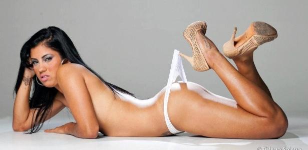 """Maurine diz ter feito fotos só de calcinha para """"consumo próprio"""""""