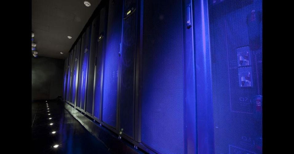17.jan.2012 - A Microsoft inaugurou oficialmente nesta terça-feira (17) um centro de tecnologia em São Paulo, onde apresentará a clientes, parceiros e outras organizações algumas simulações de como a tecnologia pode ser aplicada às necessidades de cada realidade. Chamado de MTC (Microsoft Technology Center), o centro recebeu investimento de US$ 10 milhões (cerca de R$ 17,7 milhões) e ocupa um andar de 1.300 m2 em um prédio comercial em São Paulo. No local, há até uma espécie de ''teatro'', com diferentes cenários, para simular com mais realidade cada ambiente