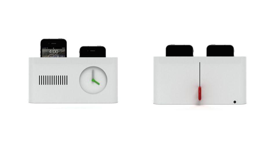 18.mai.2012 - No estilo torradeira, esse dock para iPhone na verdade é um despertador chamado Day Maker, da Habitco. Basta configurar o horário em que você quer acordar e colocá-lo na base, tal qual uma torrada. Lá, o iPhone fica carregando até o horário de despertar. Em vez de um alarme estridente, o despertador começa a tocar sua playlist predileta de músicas na hora de acordar. Ele será vendido US$ 180, mas o projeto depende de financiamento (a Habitco busca US$ 33.877 no KickStarter)