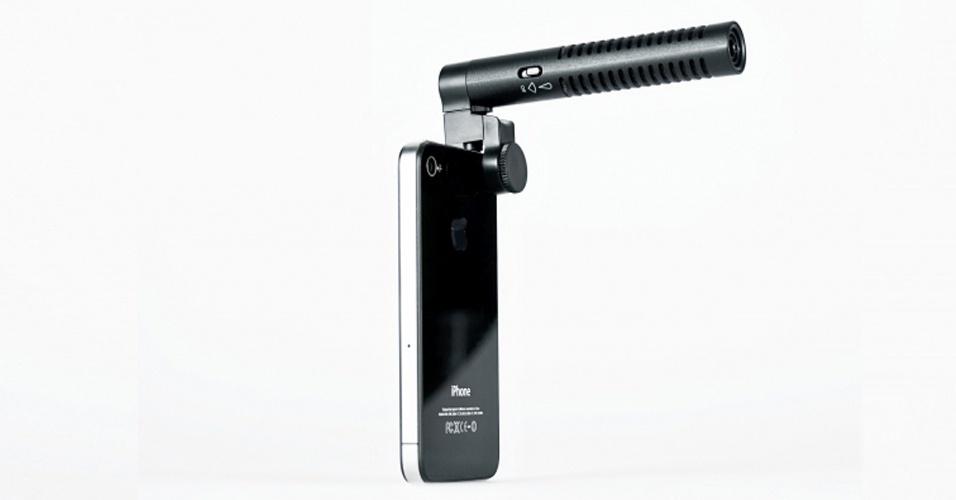 18.abr.2012 - Se você quiser dar um ar mais profissional aos vídeos feitos com o seu iPhone, pode considerar usar este boom. O microfone acoplado ao smartphone melhora a captação de som feita ao filmar. Vendido pela loja Photojojo, o objeto custa US$ 40