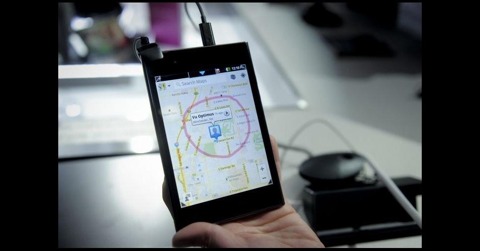 28.fev.2012 - Smartphone ou tablet? A princípio, um misto dos dois: o Optimus Vu, diz a LG, é um smartphone que traz as mesmas facilidades que um tablet. O ultraportátil com tela de 5 polegadas é dual-core (1,5 GHz) e 32GB de armazenamento. O modelo foi apresentado no Mobile World Congress, em Barcelona (Espanha)