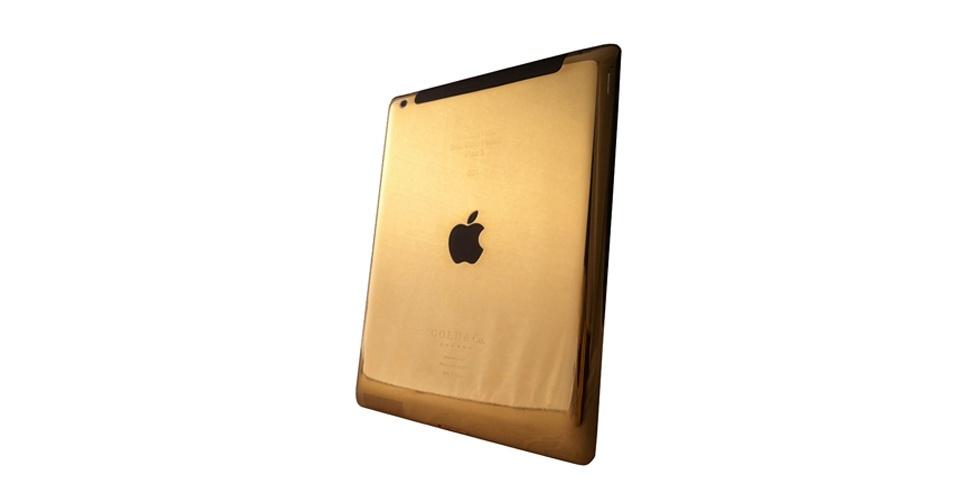 17.abr.2012 - Para os extravagantes e milionários de plantão, a Gold & Co, empresa especializada em transformar gadgets em joias, criou um novo iPad revestido com ouro 24 quilates. O modelo 'top', com conectividade 4G e de 64GB de armazenamento, vai custar US$5.499 (cerca de R$ 10.185). A novidade será vendida nas lojas da empresa em Dubai, Londres e Hong Kong