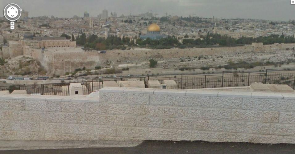 23.abr.2011 - O Google começou a disponibilizar neste domingo (22) o serviço Street View em Israel. Além da captura convencional com carros, em algumas partes do país, o Google utilizou a bicicleta Tryke para tirar fotos de lugares como o Muro das Lamentações e o Monte das Oliveiras (foto). Além de Jerusalém, o serviço captou imagens em Tel-Aviv e Haifa