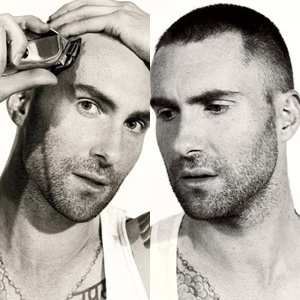 Vocalista do Maroon 5, Adam Levine raspa a cabe&#231;a para ensaio da revista &#34;Details&#34;