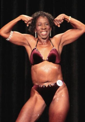 29.mai.2012 - Edith Wilma Connor, 77, ganhou o título de a mais velha fisiculturista competitiva do Guinness World Records. A americana começou a investir na malhação aos 60 anos para contrabalancear o trabalho sedentário e seguir as orientações do marido