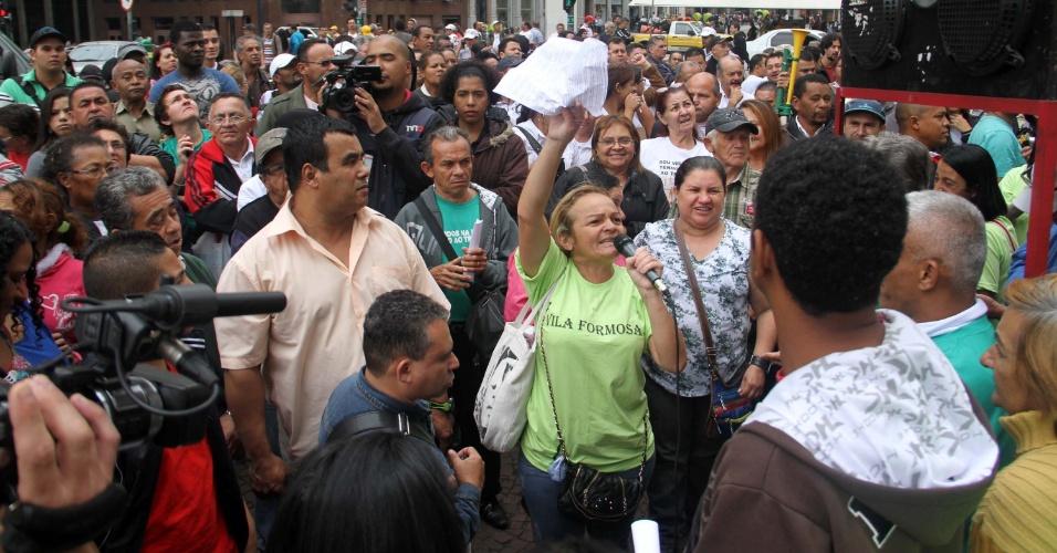 31.mai.2012 - Cerca de 200 camelôs protestam em frente à Prefeitura de São Paulo nesta quinta-feira (31) contra a proibição de trabalharem no centro de São Paulo