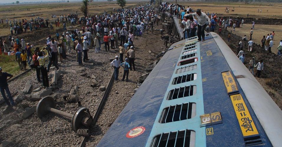 31.mai.2012 - Pelo menos cinco pessoas morreram e cerca de 100 ficaram feridas nesta quinta-feira (31) pelo descarrilamento de um trem de passageiros no estado de Uttar Pradesh, no norte da Índia. O acidente ocorreu perto da estação de Mahrawa, situada no distrito de Jaunpur, quando cinco dos 18 vagões do expresso Doon descarrilaram por um motivo desconhecido