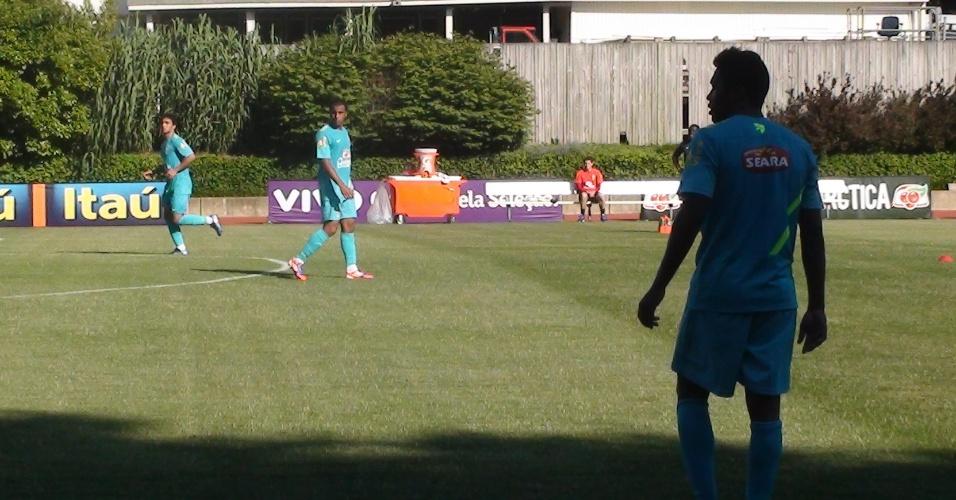 Alexsandro, Lucas e Giuliano participam de treinamento para os reservas um dia após s seleção derrotar os EUA