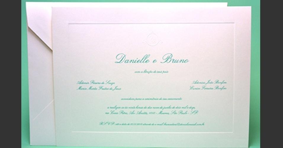Convite de casamento de Dentinho e Dani Souza tem letras verdes