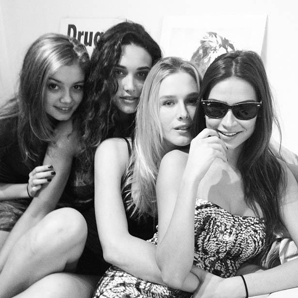 Fotógrafo André Nicolau divulga foto de Sophie Charlotte, Débora Nascimento, Fiorella Mattheis e Thaila Ayala (31/5/2012)