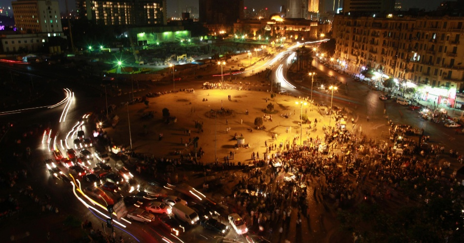 1&#186;.mai.2012 - Eg&#237;pcios voltam a ocupar a pra&#231;a Tahrir, no Cairo, em protesto contra os resultados do primeiro turno das elei&#231;&#245;es presidenciais do Egito