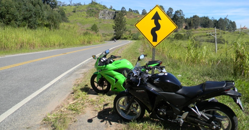 A estrada sinuosa &#233; o habitat natural da Kawasaki Ninja 250R