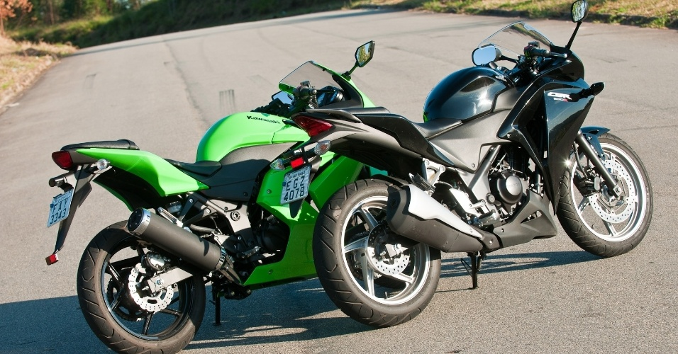 A Honda CBR 250R chega ao mercado para tentar destronar a Kawasaki Ninja 250R, a l&#237;der da categoria