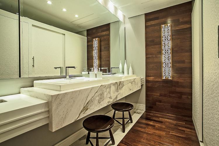 As arquitetas Marina Canhadas e Sabina Bottarelli criaram o Hall e Toilette Feminino. Peças revisitadas do arquiteto e designer carioca Sérgio Rodrigues fazem parte da ambientação