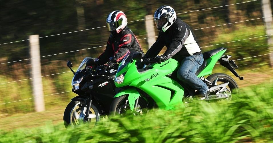 Honda CBR 250R e Ninja 250R são parecidas em alguns aspectos, mas oferecem comportamento dinâmico distintos