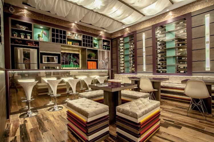Inspirado nos pequenos restaurantes parisienses, a arquiteta Fernanda Rocha Loures Jung, assina o Bistrot da Casa Cor Paraná, que chega a sua 19ª edição