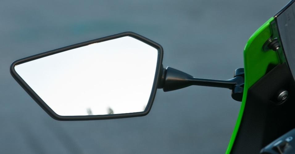 O formato dos retrovisores da Ninjinha é agressivo, mas sacrificam o campo de visão e a mobilidade