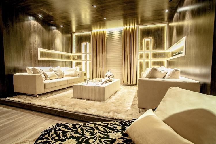 Os 33 m² do Espaço Multimídia são assinados pela arquiteta e designer de interiores Renata Mueller. O projeto foi totalmente executado com materiais nacionais ambientalmente certificados - da madeira ao tecido que reveste as paredes