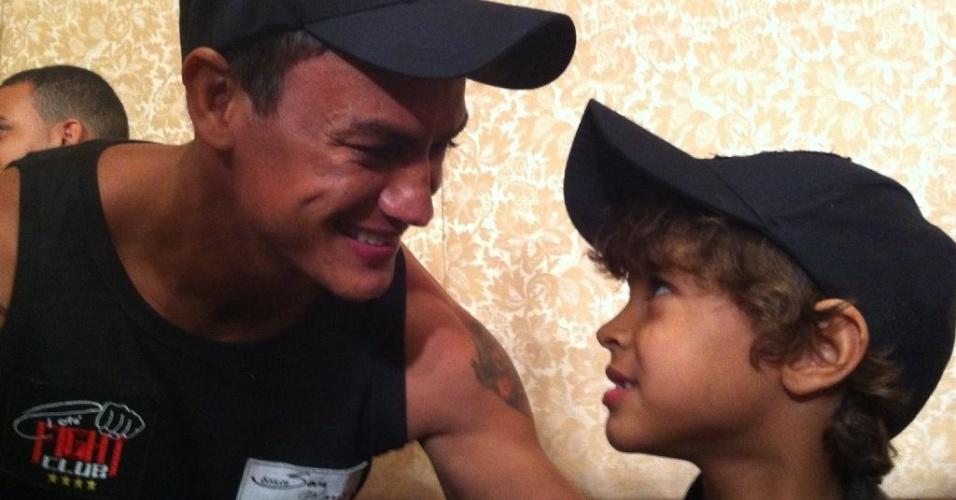 Popó e o filho Popozinho, que motivou sua luta de despedida do boxe