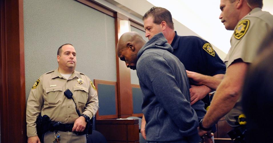 Pugilista Floyd Maywether Jr. se entrega para cumprir pena de 3 meses de prisão