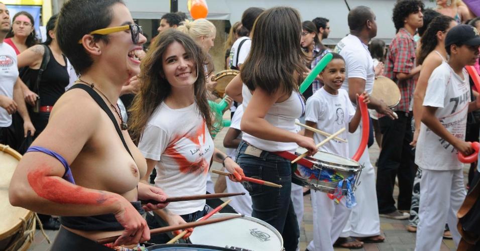 2.jun.2012 - Manifestantes fazem neste sábado (2) a Marcha das Vadias em Londrina (PR)