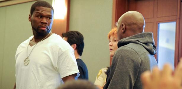 O rapper 50 Cent acompanhou Floyd Mayweather Jr no dia da prisão do pugilista