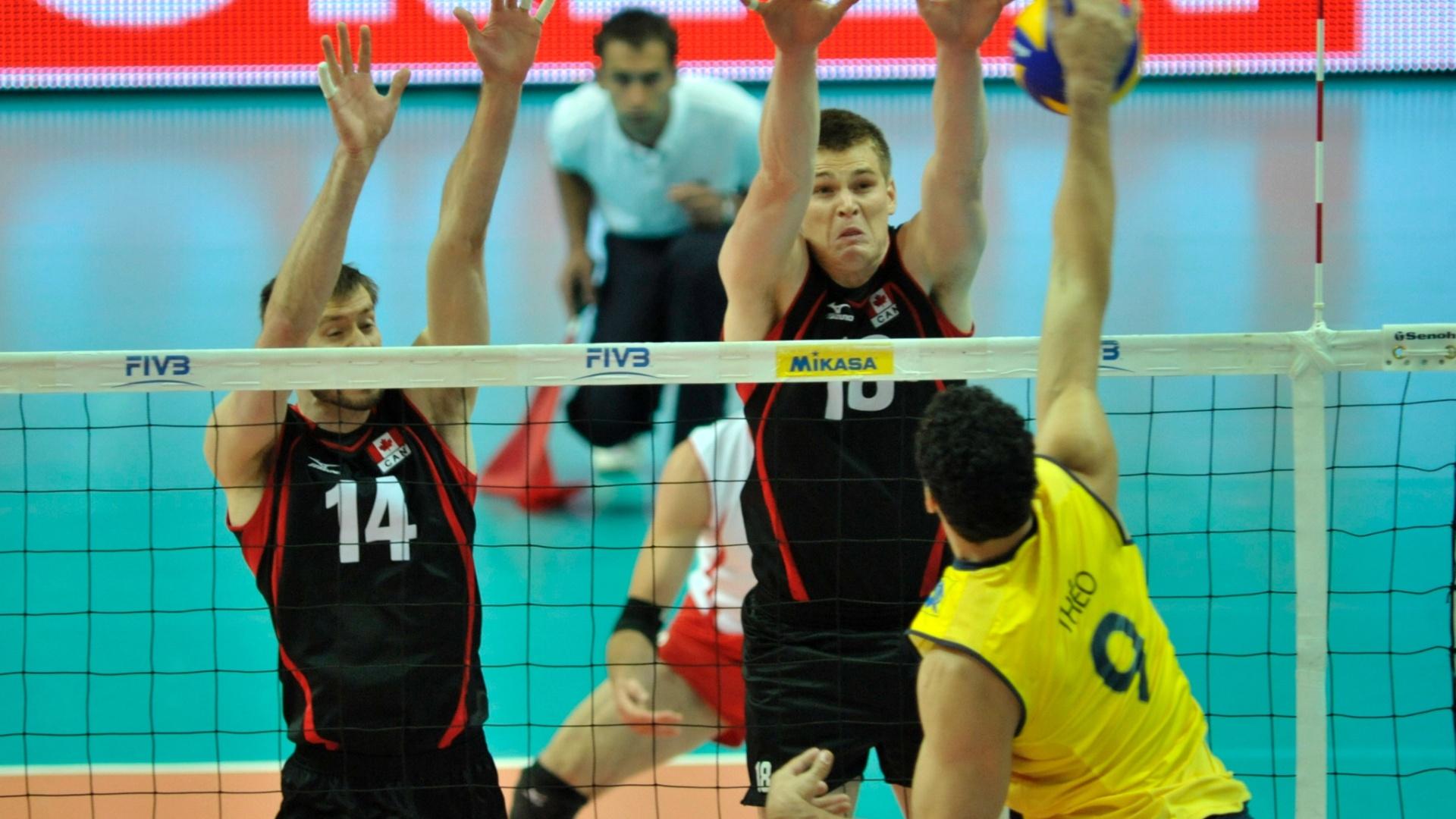 Theo tenta superar bloqueio do Canadá na vitória brasileira