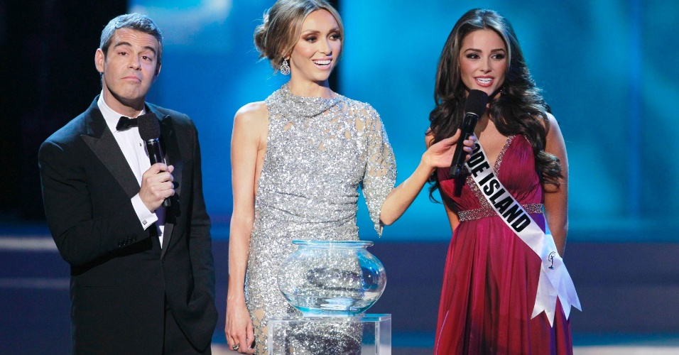 04.jun.2012 - A Miss Rhode Island, Olivia Culpo, responde a quest&#227;o sobre transexuais em concursos de beleza em Las Vegas, onde foi coroada Miss Estados Unidos 2012
