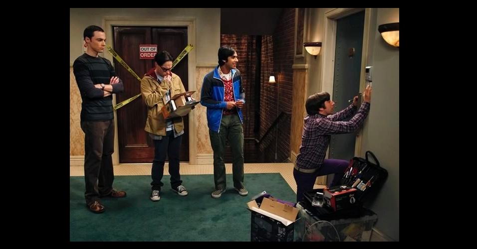 """Apesar da vasta coleção de camisetas """"geek"""" que Sheldon mostra em """"The Big Bang Theory"""", as com listras largas também fazem parte de seu figurino, sempre usadas com outra camiseta de manga longa por baixo"""