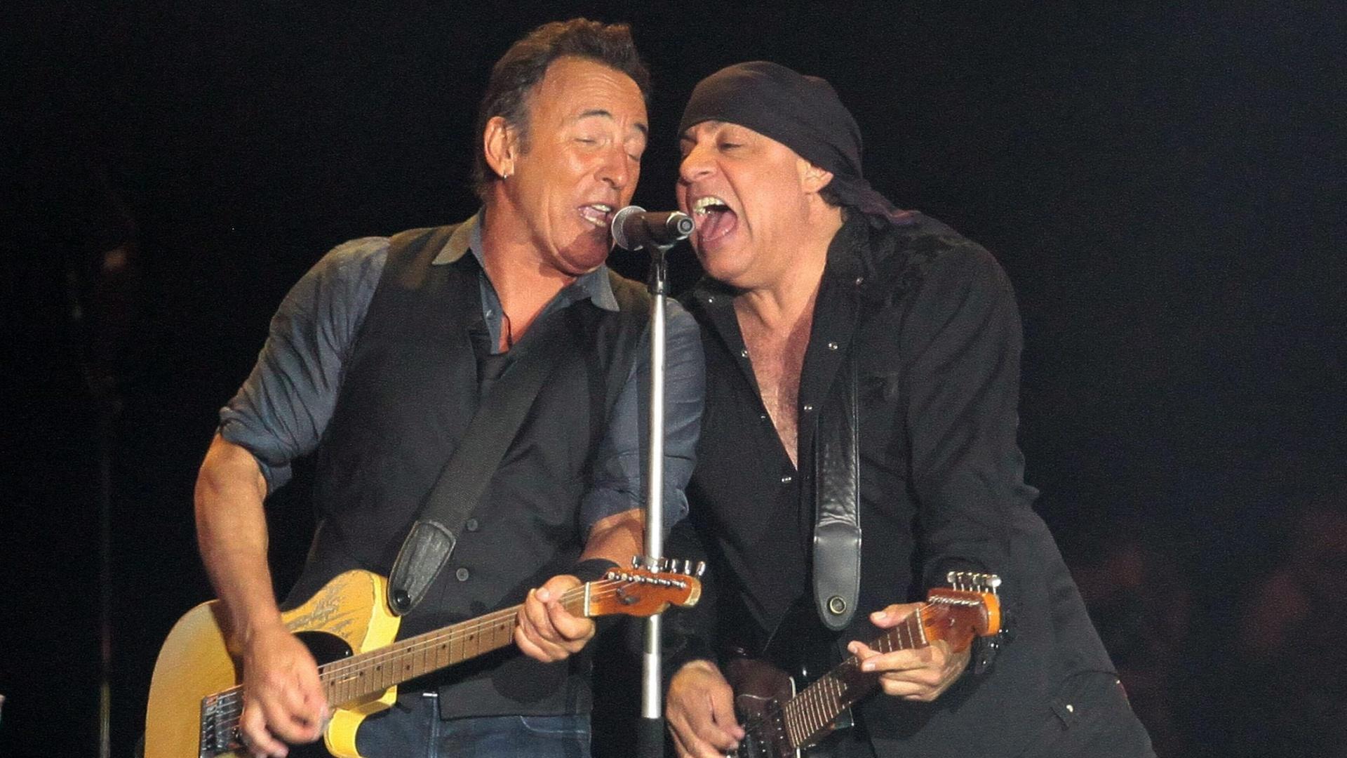 Bruce Springsteen e Steven Van Zandt cantam juntos no Rock in Rio Lisboa (3/6/12)