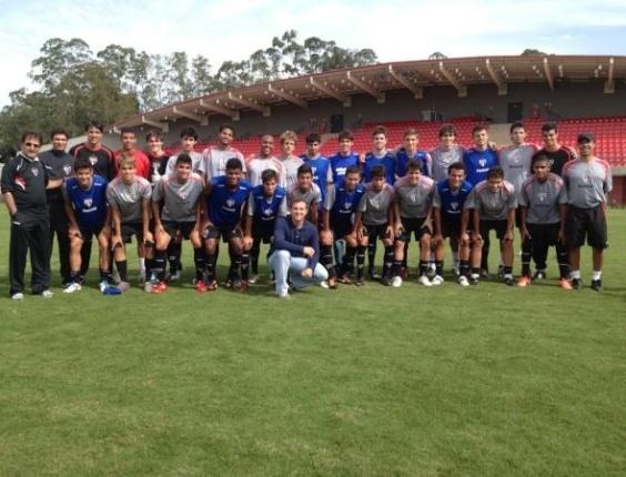 Luciano Huck e Kaká aparecem no CT do São Paulo (04/06/2012)