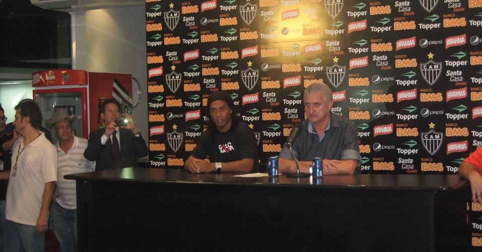Ronaldinho em sua primeira entrevista como jogador do Atlético-MG
