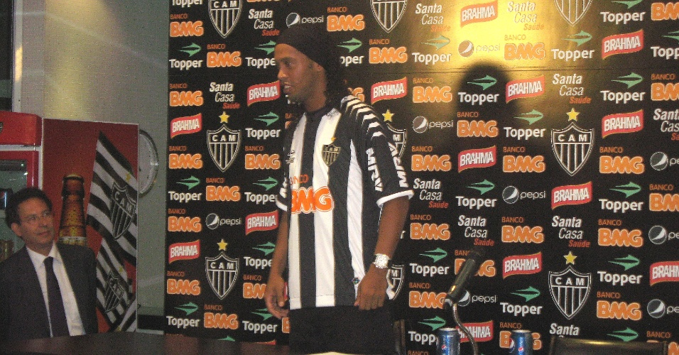 Ronaldinho se apresenta no Atlético-MG