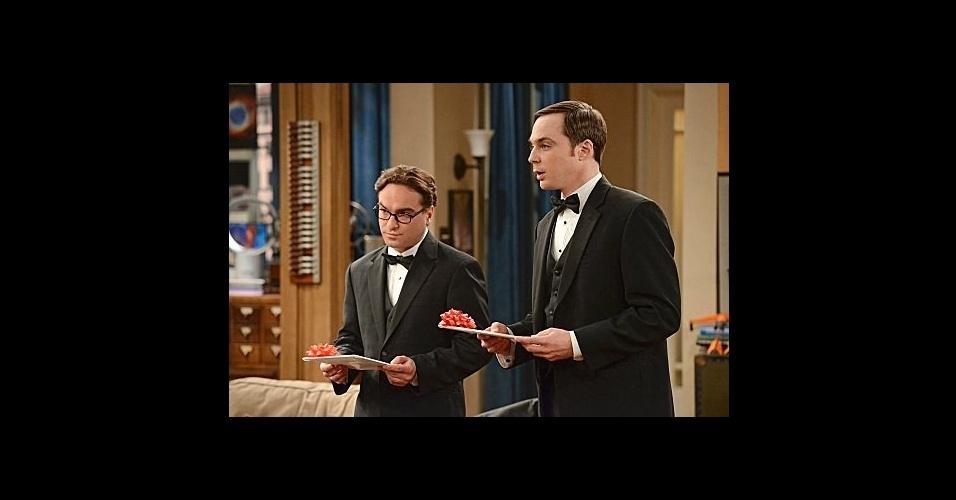 Sheldon Cooper também já apareceu na série usando um clássico terno masculino usado com gravata borboleta e camisa branca