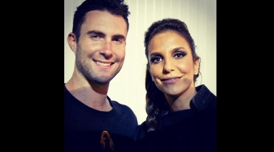 Adam Levine e Ivete Sangalo posaram para fotos (5/6/12)