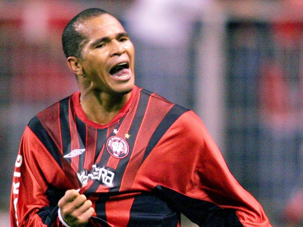 Aloisio também passou pelo Atlético-PR, onde foi vice-campeão da Libertadores no duelo contra o São Paulo