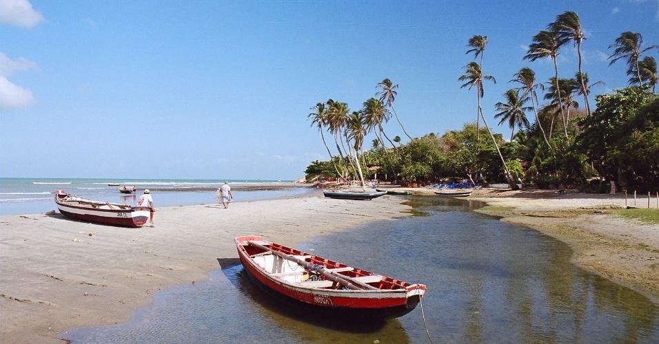 Barcos ancorados na praia de Jericoacoara, no Ceará