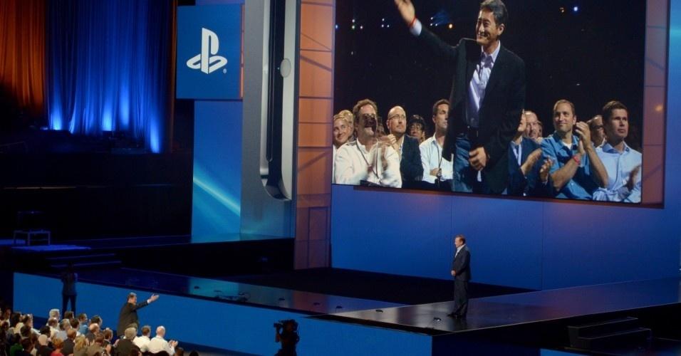Kaz Hirai, presidente mundial da Sony, foi saudado por Jack Tretton. Ele lembrou que o japonês também passou pela presidência da Sony Computer Entertainment dos Estados Unidos