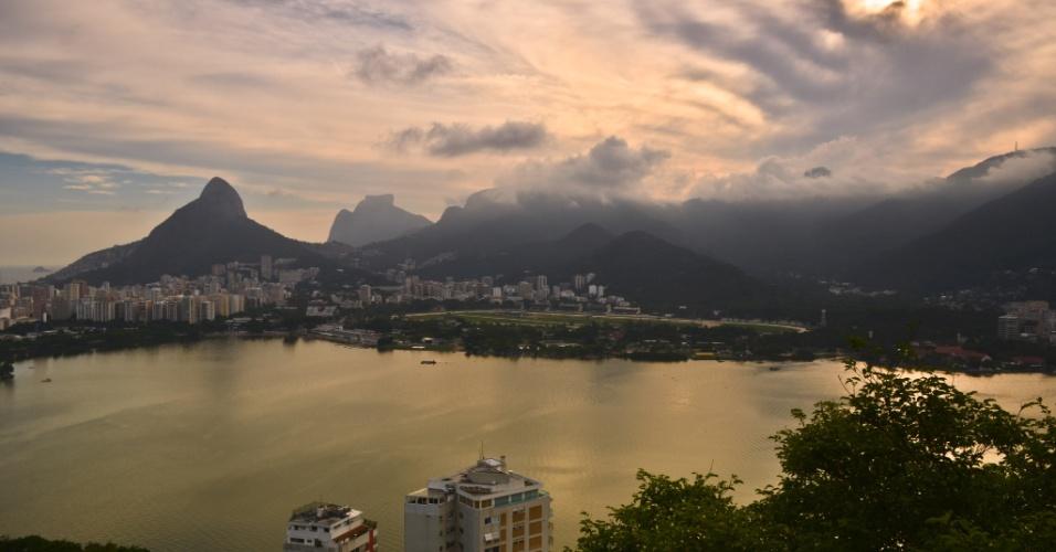 Morro Dois Irmãos, Pedra da Gávea, Lagoa Rodrigo de Freitas e bairros do Leblon e Gávea vistos desde o Mirante do Sacopã, no Parque da Catacumba, no Rio de Janeiro
