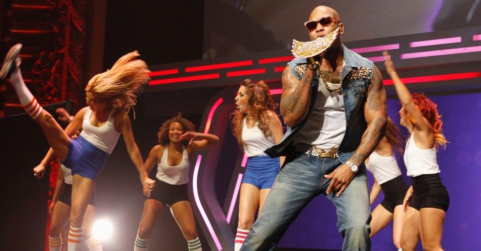 O rapper Flo Rida se apresenta na conferência da Ubisoft para divulgar