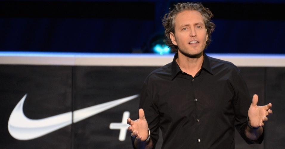 O vice-presidente da Nike Digital Sports Stefan Olander anuncia o novo Nike+ para o Kinect