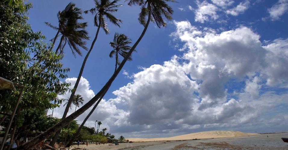 Praia da vila de Jericoacoara, no Ceará